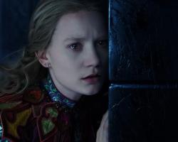 """OPINIÃO: Efeitos continuam sendo atrativo de """"Alice Através do Espelho"""""""
